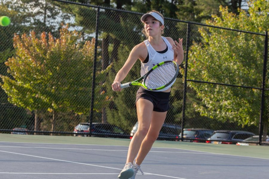 Freshman+and+first+singles%27+player+Hanna+Schiciano+comes+in+to+the+net+to+hit+a+shot.+The+team+had+one+of+its+best+seasons+in+many+years.